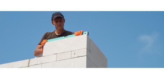 Выбор материала для строительства энергоэффективного дома: брус или газобетон?